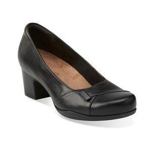 Clarks | Rosalyn Belle Black Leather Pumps